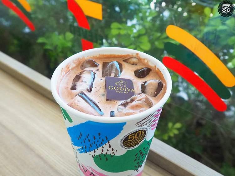 <7-11冰飲> 7-ELEVEN今夏新推出GODIVA經典冰可可,全台限量發售,加入整片巧克力滋味更濃郁!