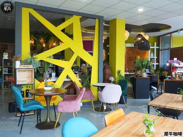 20200612174534 58 - 來去傢俱店喝咖啡!隱藏在傢俱店的全新咖啡館,犀牛咖啡內有繽紛顏色桌椅搭配!