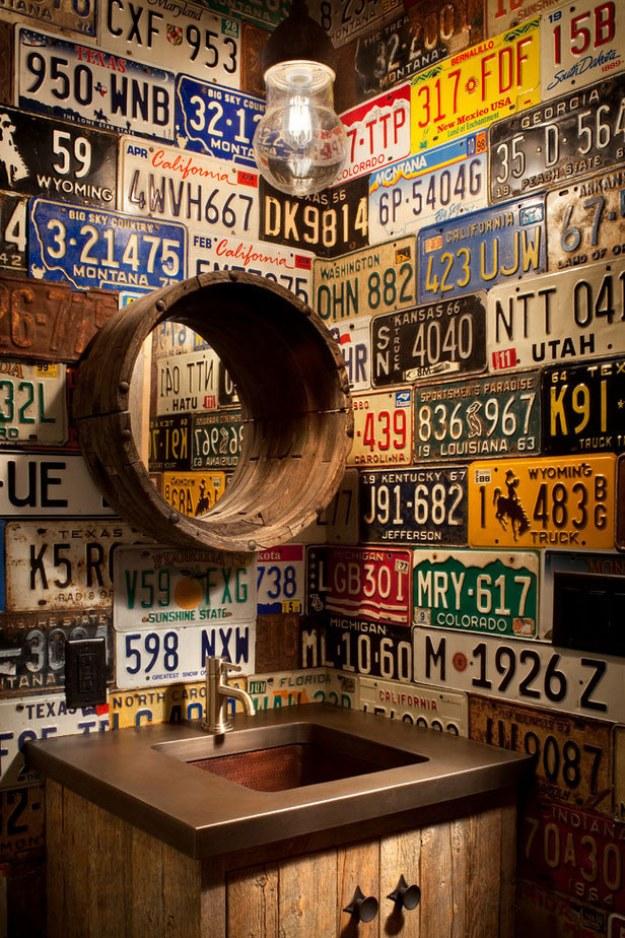 Haz una pared en tu casa con placas de carros: