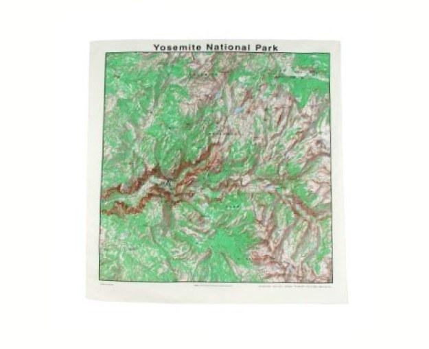 Um bandana que seja também um mapa do parque nacional de Yosemite.