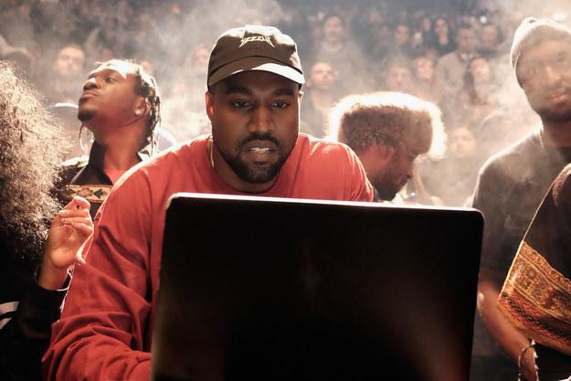 Kanye West llenó el Madison Square Garden para un desfile de moda que debuta su colección Yeezy Temporada tres con Adidas.