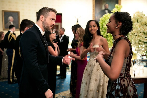 Look at Malia give her Sasha some sisterly encouragement as she fangirls all over Canadian hottie Ryan Reynolds.
