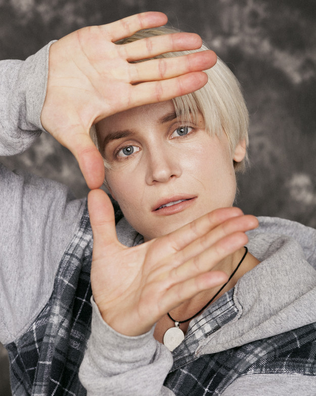 Montreal artist Eve Thomas and photographer Richmond Lam teamed up to create Poster Boys, a series of portraits transforming women into teen heartthrobs circa the early '90s. That's Thomas below, channelling Devon Sawa.