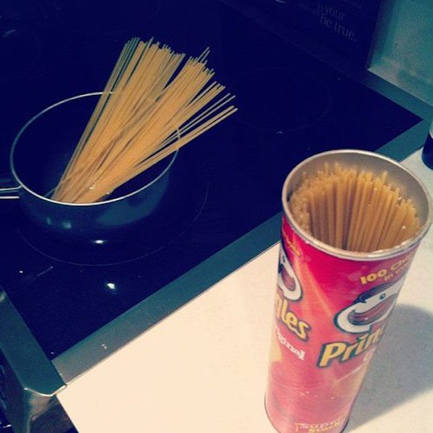Use a Pringles can to store your spaghetti.