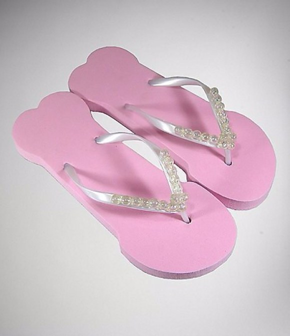 These casual pink flip flops.
