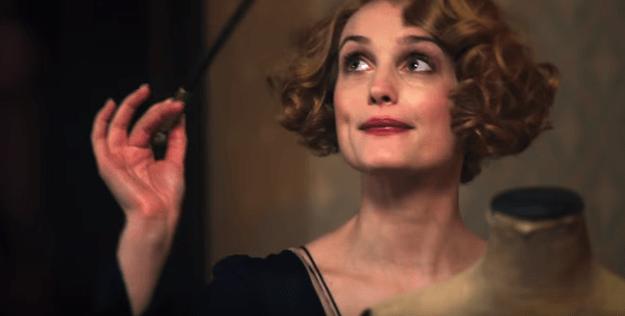 Alison Sudol plays the role of Queenie, Porpentina's sister.