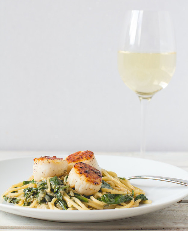 Seared Scallops with Lemon Spinach Pasta