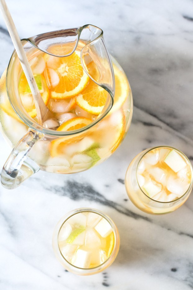 Hot tip: Make this sangria a few hours in advance to let all the flavors truly ~blend~. Here's the recipe for white pear and ginger sangria.