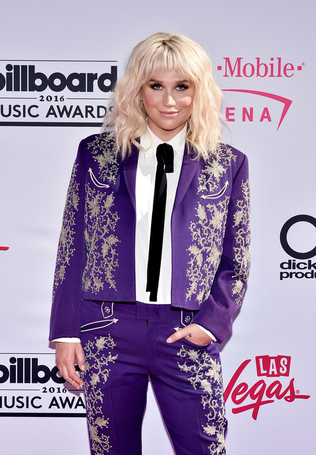 Kesha did so much more than just ~show up~ to the Billboard Music Awards on Sunday night. Girl came READY.