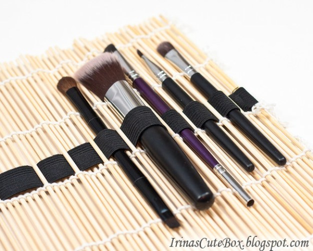 Weave a piece of elastic through the straws in a sushi mat to make a portable makeup brush organizer.