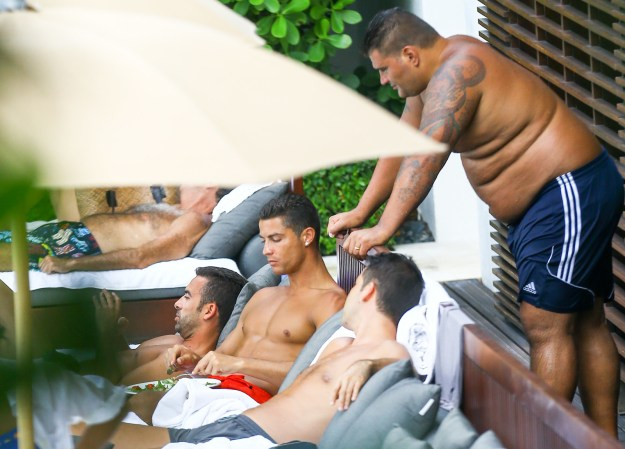One married bro, in particular, seemed to enjoy watching the soccer star publicly masticate, as he was spotted leaning over Cristiano's chair to get a nice peek.