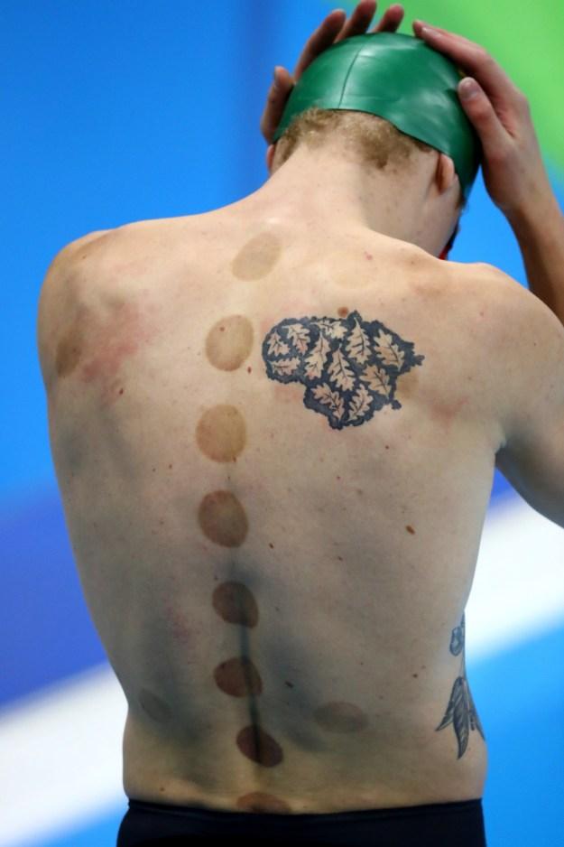 Lo que es seguro es que estos atletas le rinden tributo a su cuerpo con la tinta negra.