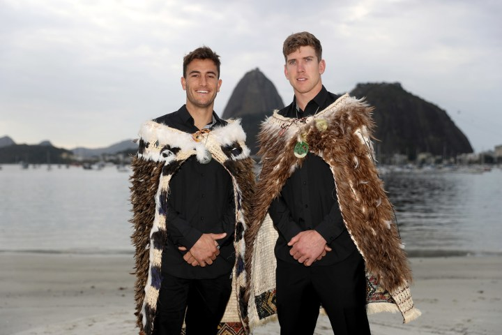 The two athletes each wore the kakahu (cloak) throughout the ceremony.