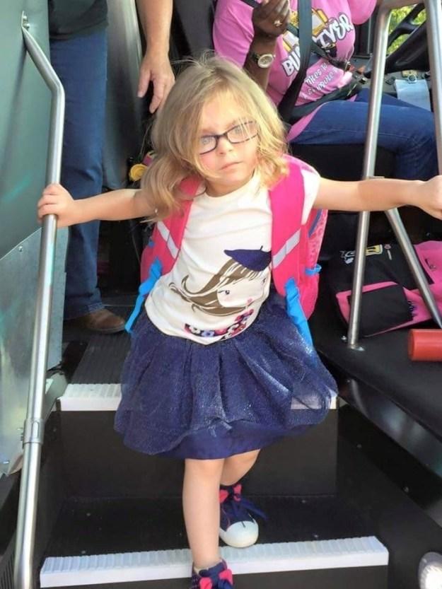 Und hier ist Franky nach ihrem ersten Schultag - der allem Anschein nach ziemlich hart war.
