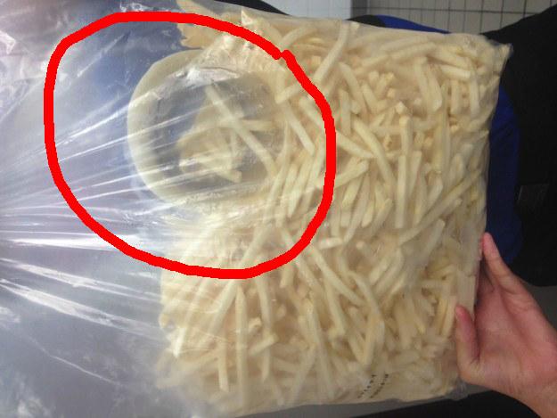 Dieses Klebeband, eingeschweißt in einen Beutel Pommes von McDonald's.