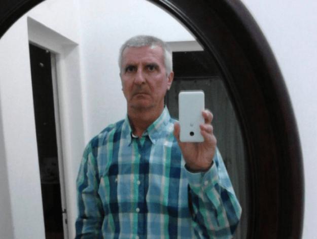 Tomarse selfies muy serios.