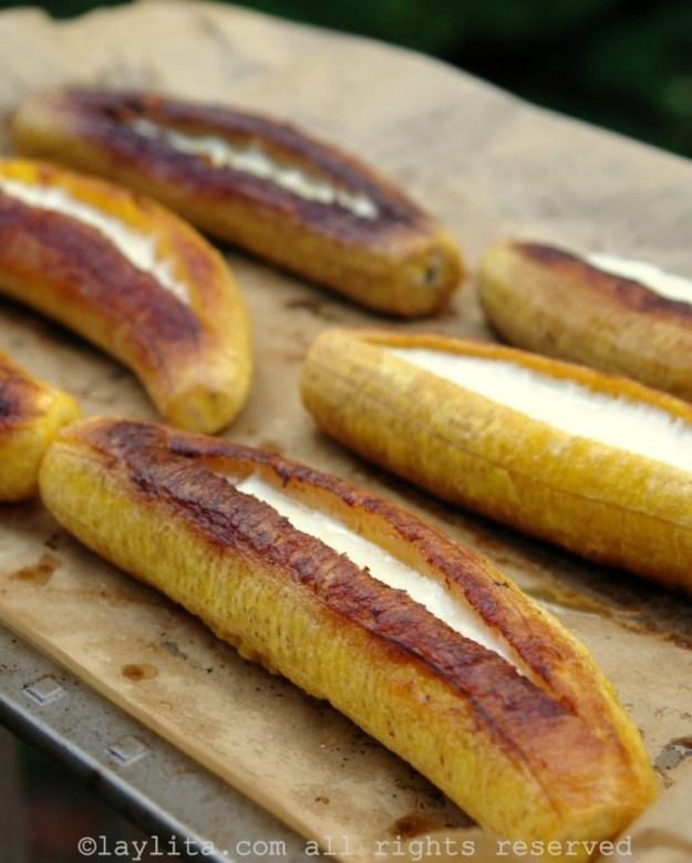 Banana-da-terra assada com queijo