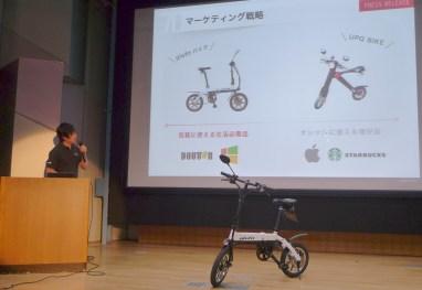 FTJの代表・鳴海禎造氏は、UPQから発売された小型電動バイクとglafitの違いは、あえて「普通」な形のバイクを作ったところにあると語った。「うちは近未来的な、斬新で見たことのないバイクを狙って作ったわけではないんです。近未来的な乗り物って見るぶんにはいいんですけど、地方とかで走っていると目立って恥ずかしい。本当に『普通』の商品を目指していて、電動バイクの普及の足がかりにしたいです」
