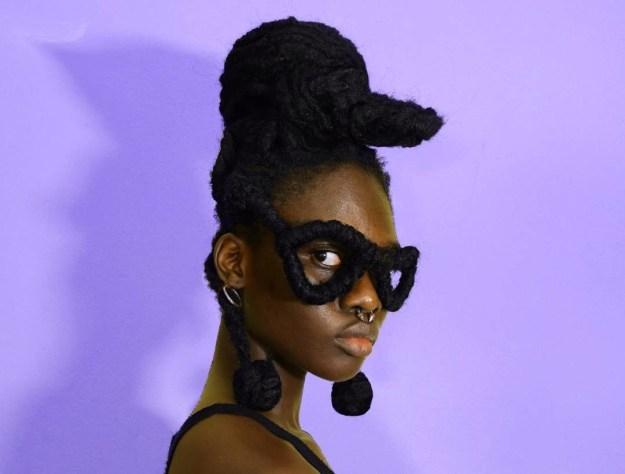 写真を撮っているのは、コートジボワール・アビジャン出身の21歳のファッションデザイナー、レティシアKYさん(@laetitiaky)。
