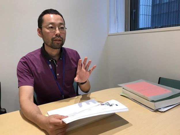 「受動喫煙はマナーの問題ではなく、他人の健康に危害を与える問題」と対策を訴える片野田さん