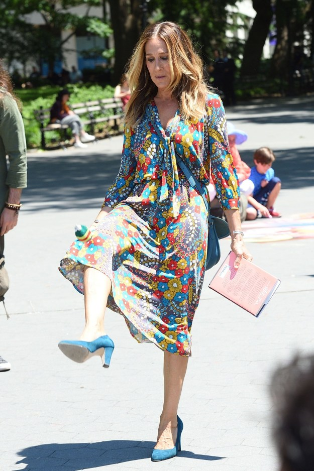 YES, THAT'S A HACKY SACK. SARAH JESSICA PARKER CAN HACKY SACK.