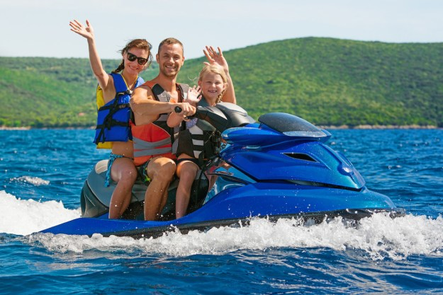 This is how you, a human somewhere between average and below average, ride a jet ski:
