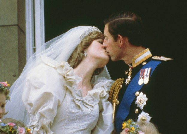15. This sweet kiss at the wedding of Prince Charles and Princess Diana in 1981: