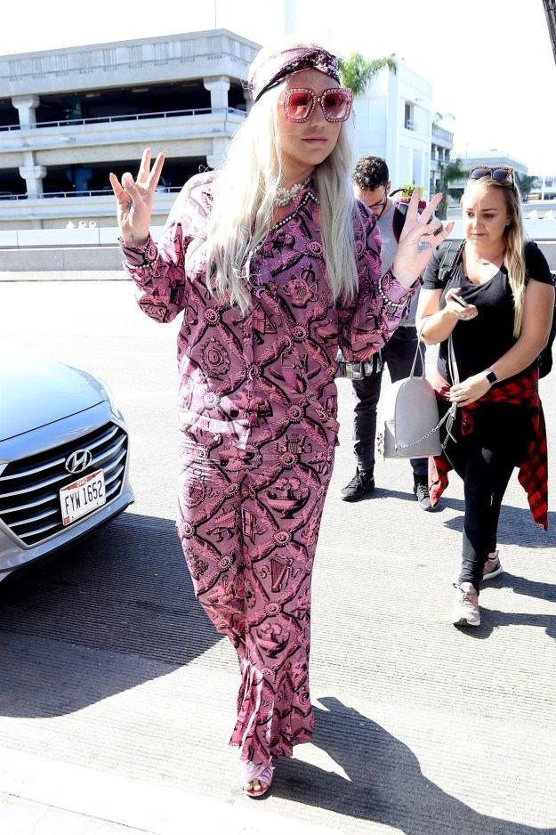 This week Kesha rolled up to LAX looking like this: