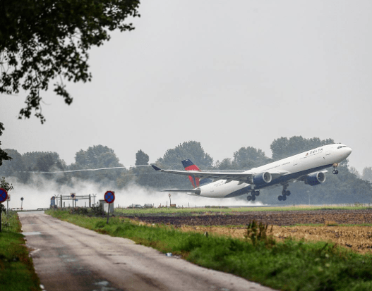 The airport was constructed at the bottom of the Haarlemmer Lake, which was drained in 1852.