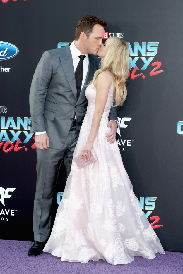 It's been one month since Anna Faris and Chris Pratt announced their separation — and honestly it's still sad AF.