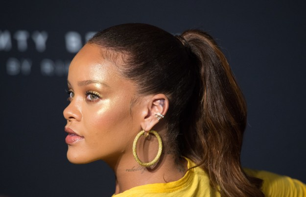 "So it's no surprise that at the launch last night in NYC, Rihanna spoke about the importance of diversity. Talking to Refinery29, Rihanna said she ""wanted things that girls of all skin tones could fall in love with""."
