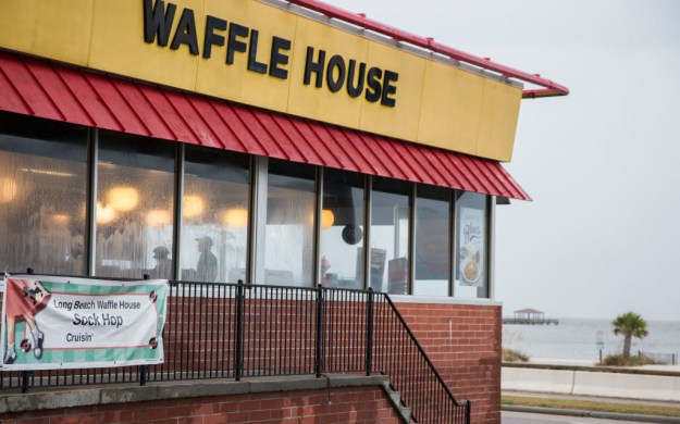 After spending a night out drinking with friends final week, the drunken munchies hit Bowen tough, so he did what any self respecting Southerner would effect: He went to Waffle House.