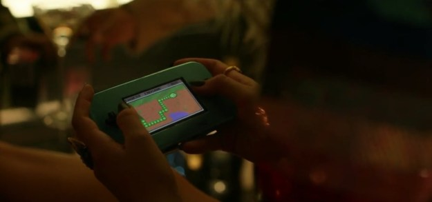 There are fairly a few ~hidden messages~ throughout the video, like this scene where she's playing a snake game.
