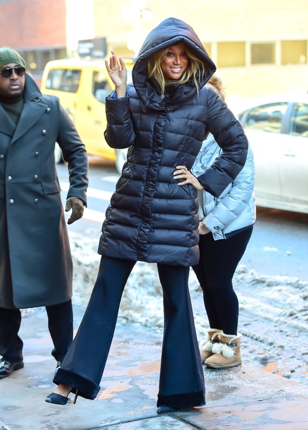 Tyra Banks ~made it work~ on the chilly streets of New York.