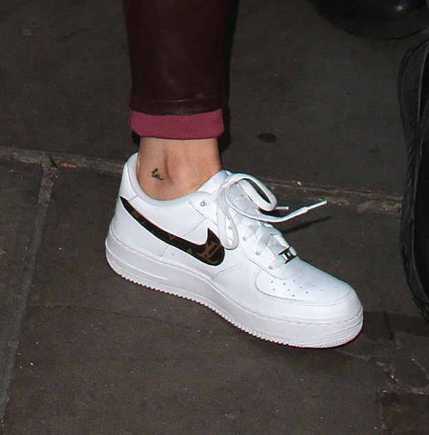 """The real Kylie Jenner does in fact have a tattoo on the inside of her left heel. It originally was a lowercase """"T"""", but then she got it changed to """"LA"""" when she broke up with Tyga."""