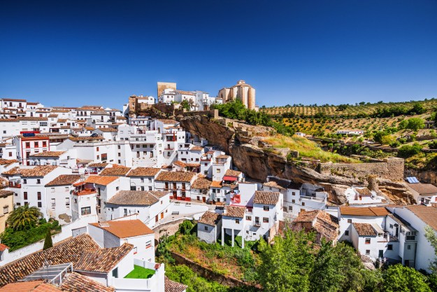 15. Kuscheln mit einer Felsenwand in Setenil de las Bodegas in Andalusien: