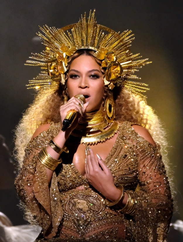 Not forgetting last year when she once again killed it at the Grammy Awards, with this on-point channeling of Oshun.