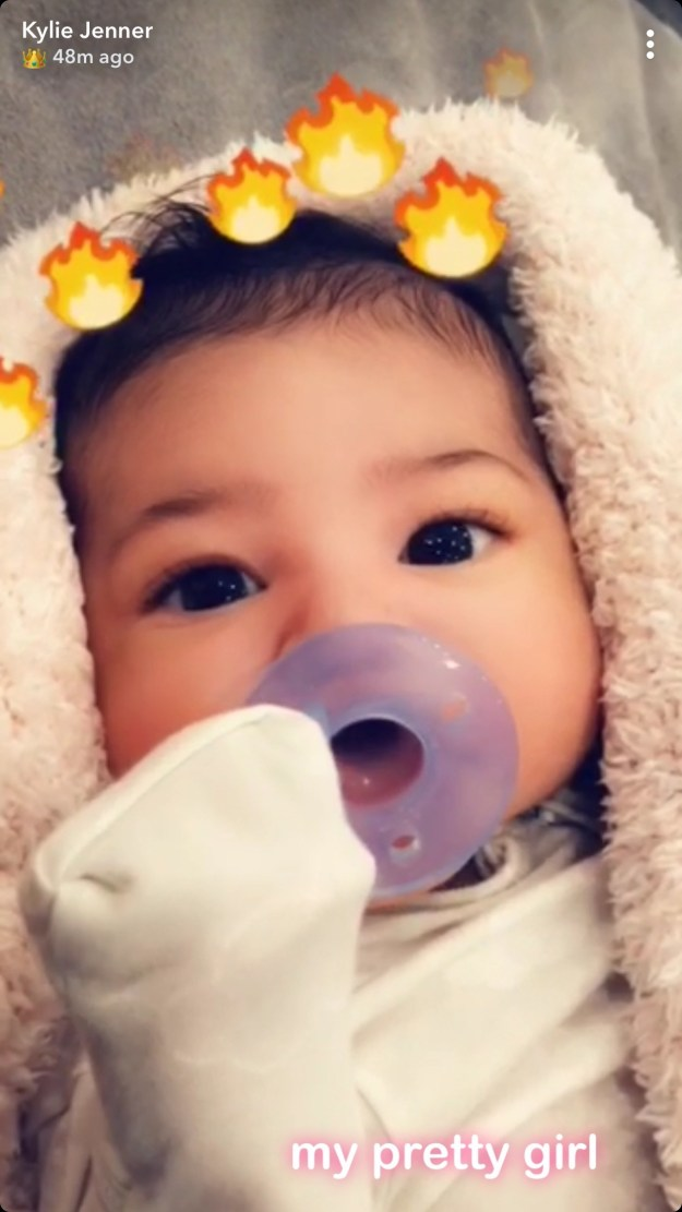 Let's just get straight to the point, shall we? Kylie Jenner just shared the first close-up pic of baby Stormi!