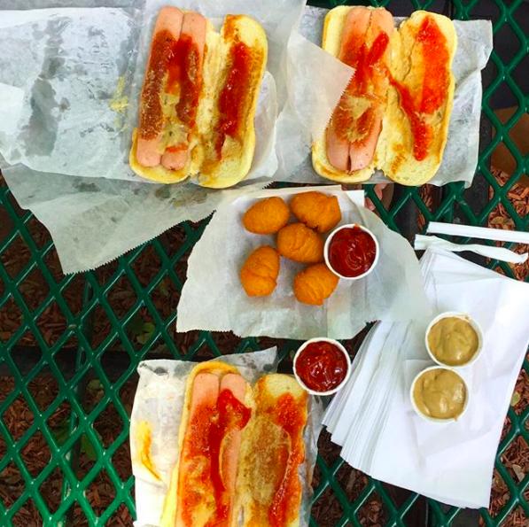 New York: Walter's Hot Dog Stand