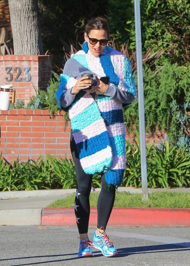 """Anywho, after that ~incident~, it seemed like no one could or would ever DARE to wear a big ol' scarf again. Until yesterday. When Jennifer Garner aka Jennifer """"Brave"""" Garner, stepped out for the first time as the new Scarf Qwing (that's my new gender-neutral term for a person in power)."""