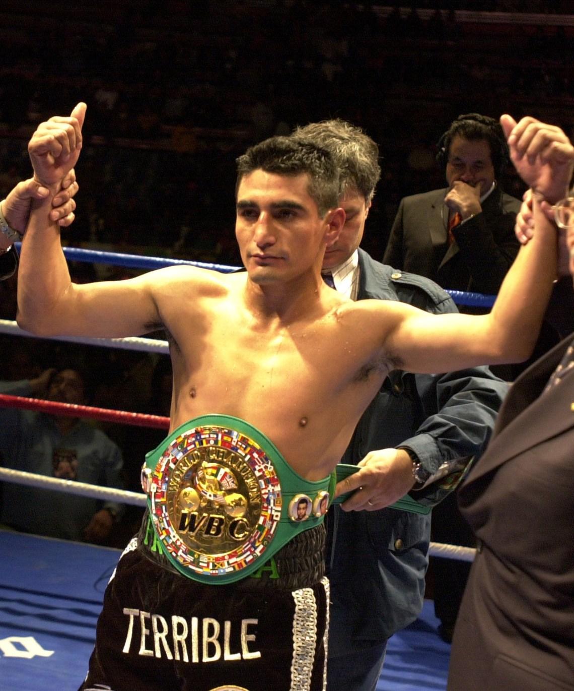 Ex boxeador campeón del mundo, El Terrible dijo que ahora quiere pelear pero por el pueblo de su natal Tijuana.