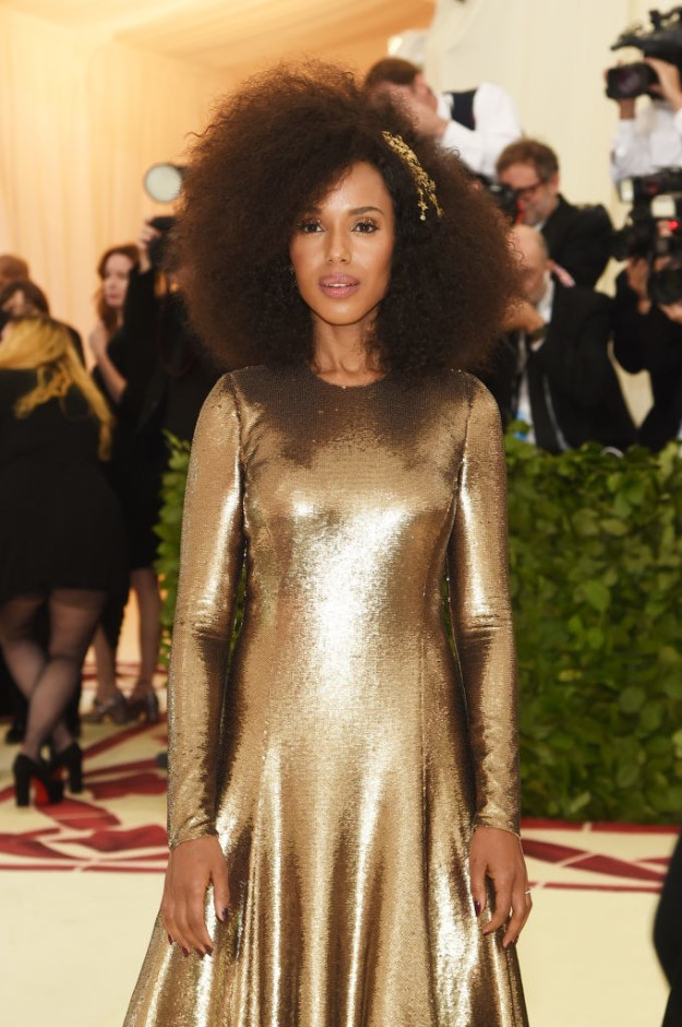 In case you haven't been paying attention, tonight is the Met Gala and Hollywood is dressed to the nines. That includes Kerry Washington who just walked onto the carpet looking like a sparkling golden goddess!