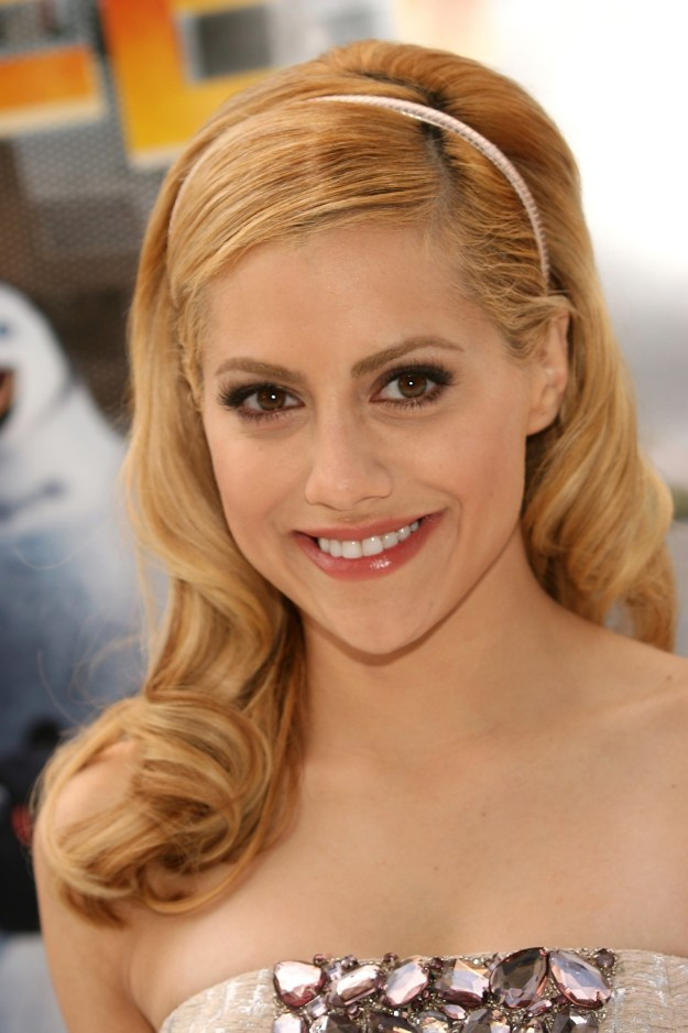 For reference, here's a photo of the late Brittany Murphy at a premiere in 2006: