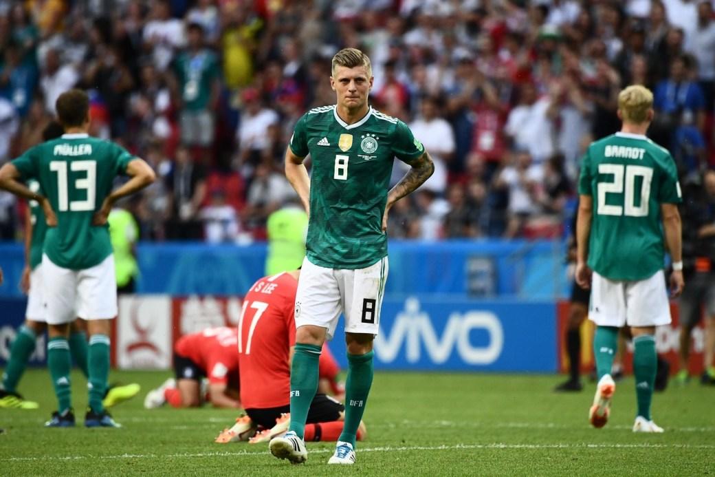 Tony Kroos, da Alemanha, caminha após a derrota por 2 x 0 para a Coreia do Sul, na fase de grupos, que sacramentou a eliminação do campeões de 2014.