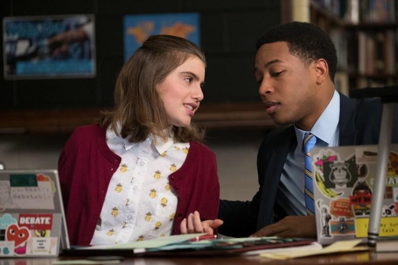 Dois estudantes do ensino médio são rivais em praticamente tudo, mas, à medida que se conhecem mais, descobrem que têm mais em comum do que imaginavam. Observe se: Você adora drama adolescente.Grande número de Tomates: 80%