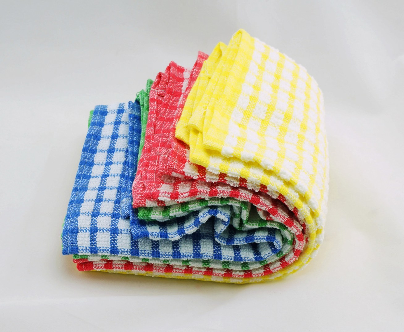 Aporta en la salvación de millones de árboles al reducir el uso de toallas de papel para secar y/o limpiar. Al mismo tiempo, como todo es cuestión de equilibrio, es importante que seas consciente con el uso de agua caliente al momento de lavar los paños de tela.