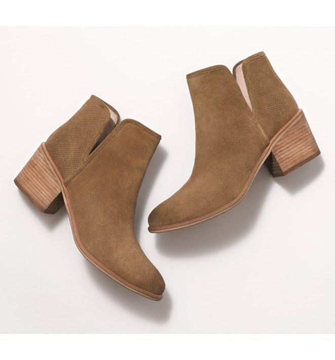 Price: $39.90 (originally $89.95, available in sizes 4-13 and in five colors)