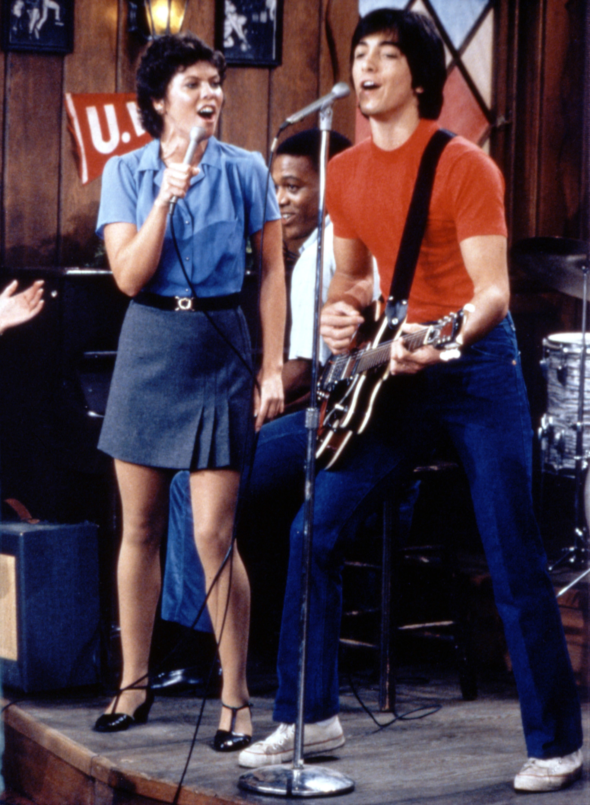 Joanie and Chachi singing