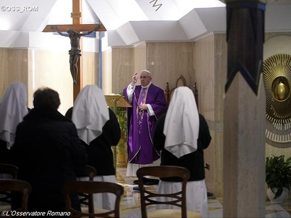 Papa Francisco durante missa na capela da Casa Marta, Vaticano / Foto: L'Osservatore Romano