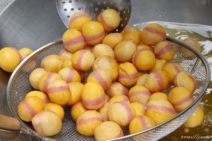 """小8三色地瓜球-中美店│向上市場必吃小吃""""三色地瓜球"""",大顆又Q脆,一顆接一顆~"""